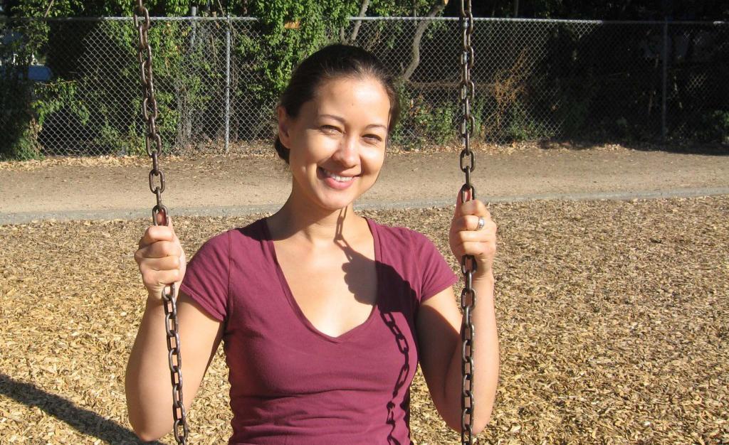 Melia-swings2-crop